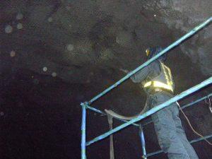 トンネル吹付工事 吹付状況_2